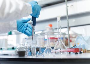 Reinigung der Raumluft in Laboren und Reinräumen durch LED-Beleuchtung